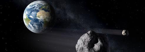 Un astéroïde de la taille de l'Arc de Triomphe va frôler la Terre mardi