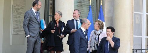Les ministres quadrillent la France pour répondre aux interrogations
