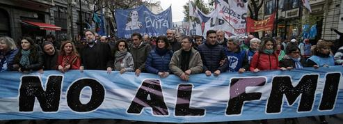 «Grandeur et décadence: l'Argentine préside le G20 et fait la manche au FMI»