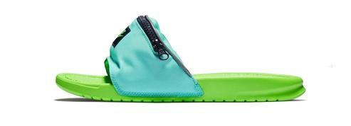 La claquette-banane, le déroutant accessoire hybride de Nike