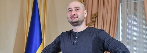 Assassinat[a-sa-si-na] n. m. Commis à Kiev par un tueur à gags