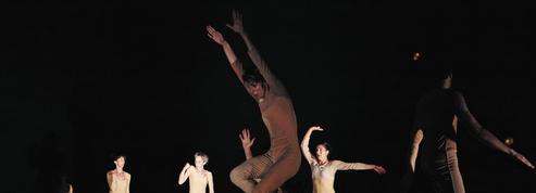La biennale de la danse de Lyon offre un programme sens dessus dessous