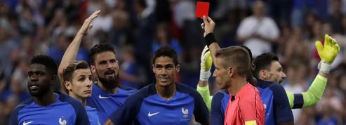 Football : les arbitres plus enclins à mettre un carton rouge après un ralenti