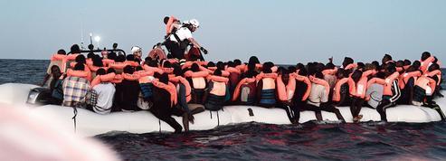 Les migrants au coeur d'une crise diplomatique entre Paris et Rome