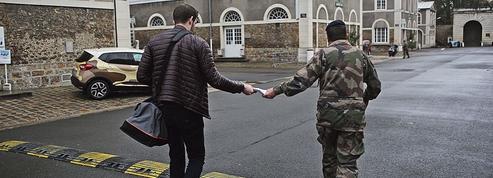 À Vincennes, où ils passent leur «Journée défense», les jeunes sont peu convaincus par le SNU