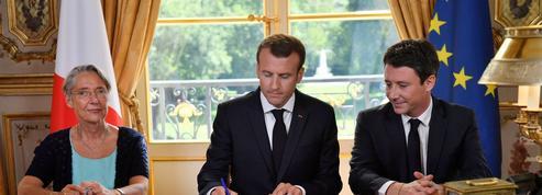 Emmanuel Macron signe la réforme ferroviaire