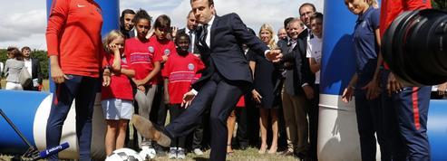 Macron convie des jeunes footballeurs à regarder les quarts de finale à l'Élysée
