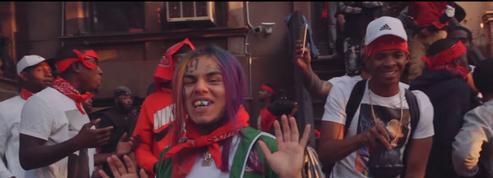 Le rappeur américain 6ix9ine arrêté, accusé d'avoir étranglé un adolescent