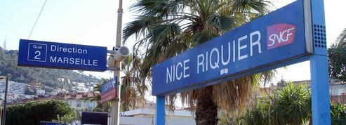 Nice : excédés, des usagers en viennent à bloquer un train en descendant sur les voies