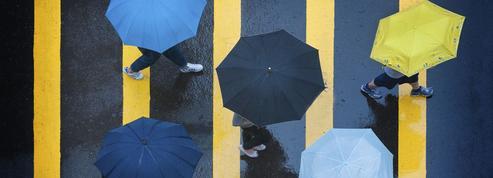 Pourquoi ouvrir un parapluie dans une maison porte-t-il malheur ?