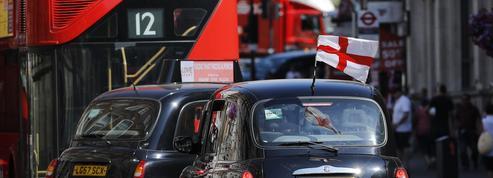 Les chauffeurs de taxis londoniens menacent Uber de poursuites en justice