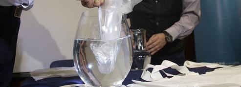 Des Chiliens inventent un plastique magique, qui disparaît dans l'eau