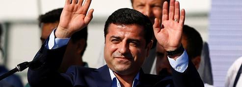 Ces phénomènes d'édition surprises : en Turquie, L'Aurore de Selahattin Demirtas