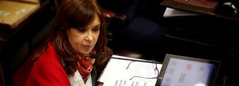 Argentine : l'ex-présidente Kirchner dans l'étau judiciaire pour corruption
