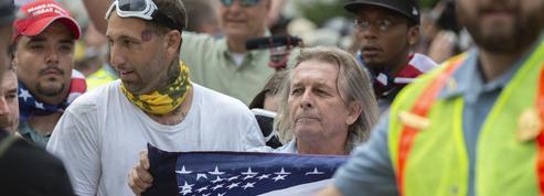 Quelques dizaines de suprémacistes défilent à Washington