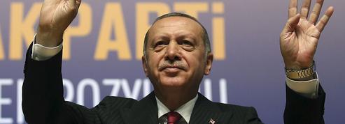 Turquie: tandis que la livre reprend des couleurs, Erdogan appelle à boycotter les iPhones