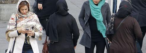 Avec #MyCameraIsMyWeapon, les Iraniennes protestent contre le port du voile obligatoire