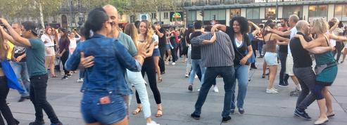 Une piste de danse géante sur la place de la République