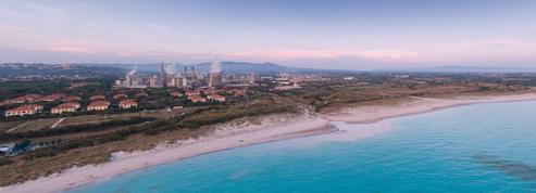 En Italie, une plage «paradisiaque» à proximité d'une usine fait polémique