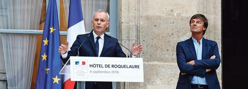Macron contraint d'amorcer le changement de sa gouvernance