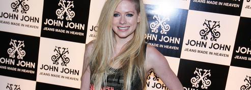 Avril Lavigne annonce son retour après avoir frôlé la mort