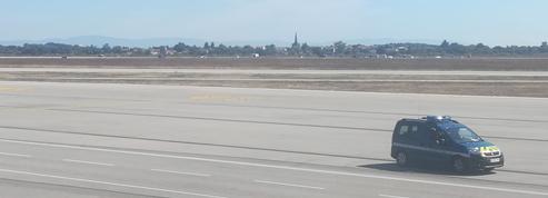 Un homme interpellé après une course-poursuite sur le tarmac de l'aéroport de Lyon