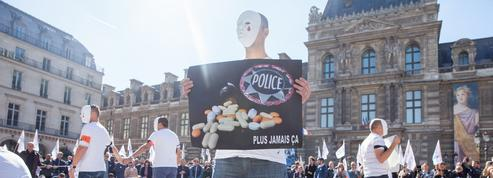 Suicides dans la police: manifestation choc au cœur de Paris