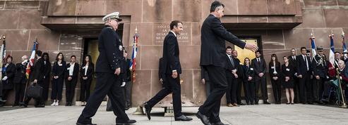 Un Macron affaibli à l'ombre du général de Gaulle
