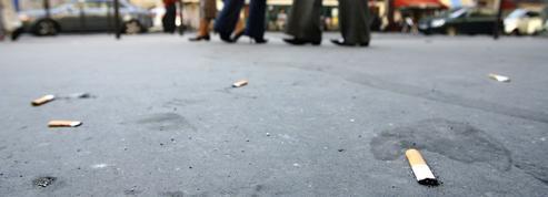 Brune Poirson laisse planer la menace d'une taxe sur les mégots de cigarettes