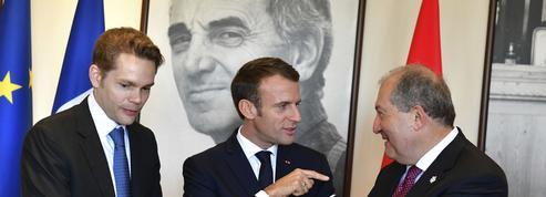 Avant le remaniement, Emmanuel Macron s'aère en Arménie