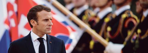 En Europe centrale, Macron poursuit sa campagne contre les nationalistes