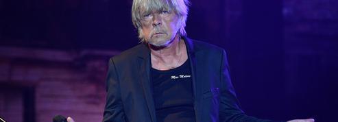 Renaud chantera à la salle Pleyel, où il recevra une récompense pour l'ensemble de sa carrière
