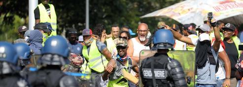 Les «gilets noirs» de La Réunion, le côté obscur des manifestants en fluo