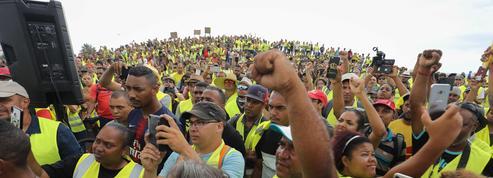 «Gilets jaunes» : sur l'île de la Réunion, l'économie est totalement paralysée