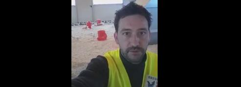 Un éleveur de Bresse interpelle Emmanuel Macron en gilet jaune
