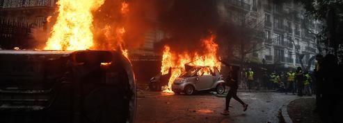 «Gilets jaunes» : au lendemain des violences, l'hypothèse de l'état d'urgence