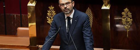 Dans la tourmente, Édouard Philippe cajole sa majorité