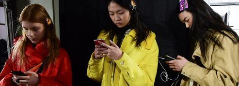 Les Américains s'informent désormais plus sur les réseaux sociaux que via les journaux papiers