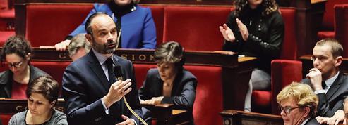 Philippe monte au front pour défendre les mesures annoncées par Macron