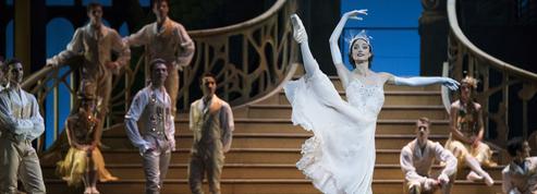 À Paris, une Cendrillon hollywoodienne qui manque de finesse