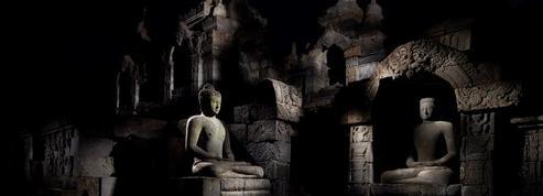 Under the Full Moon :cent dix clairs de lune à Borobudur