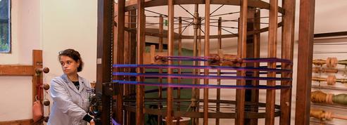 Conçu par Léonard de Vinci, un ourdissoir toujours en activité dans un atelier de Florence