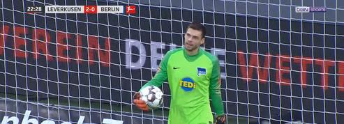 L'incroyable but gag concédé par le gardien de Berlin contre Leverkusen en Bundesliga