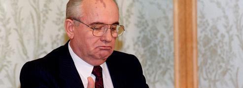 Démission de Gorbatchev, sacre de Charlemagne, mort de Charlie Chaplin... Ça s'est passé à Noël