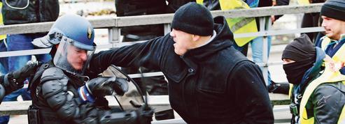 «Gilets jaunes»: le boxeur de gendarme activement recherché par la police