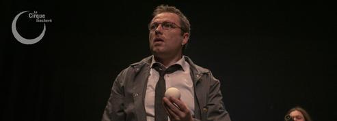 Les Sphères curieuses ,une jonglerie métaphysique à la Friche de la Belle de Mai