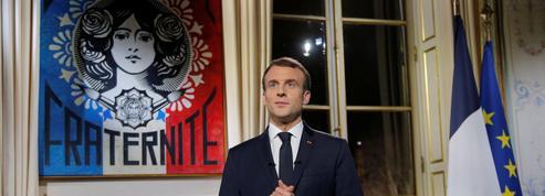 Qu'a voulu dire Emmanuel Macron en signant «En confiance» dans sa lettre aux Français?