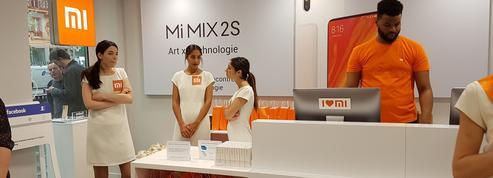 Xiaomi défie Apple sur les Champs-Élysées