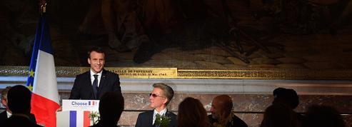 Macron reçoit les patrons étrangers pour leur vanter ses réformes