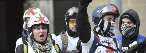 Apolitiques ou anarchistes, les «street medics» portent secours aux «gilets jaunes»